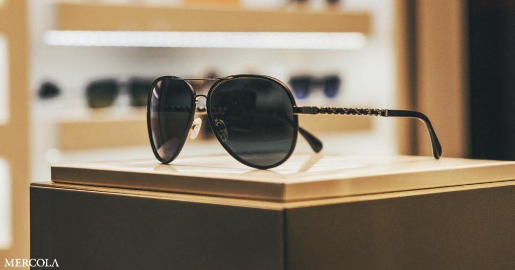 Les lunettes de soleil protègent-elles ou nuisent-elles à la santé de vos yeux